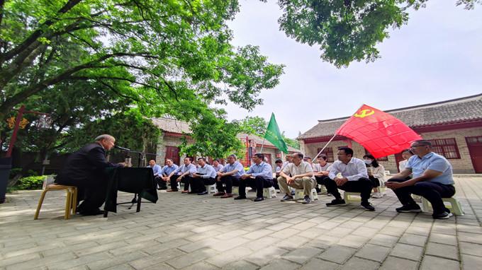 中心党员赴渭华起义纪念馆参观学习并开展主题党日活动