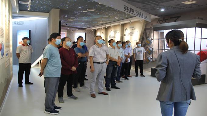中心组织党员到杨凌示范区廉政警示教育中心参观学习